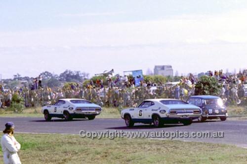 73207 - Allan Moffat & Fred Gibson,  Ford Falcon XA - Sandown 250 - September 1973 - Photographer Peter D'Abbs