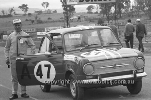 66750  - Trevor Mehan & Ian Hindmarsh, Fiat 850 - Gallaher 500  Bathurst 1966 - Photographer Lance Ruting