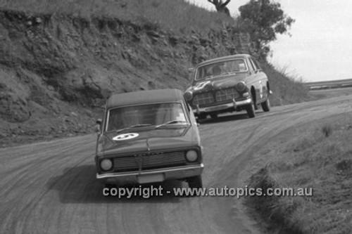 66762  - Jack Nougher & David O'Keefe, Valiant VC V8 - Gallaher 500 Bathurst 1966 - Photographer Lance J Ruting