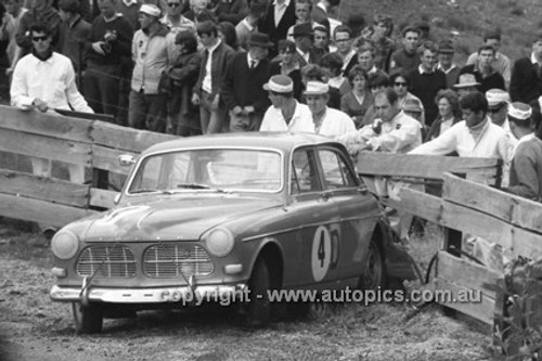 66768  - Gerry Lister & Ron Porter, Volvo 122S - Gallaher 500 Bathurst 1966 - Photographer Lance J Ruting