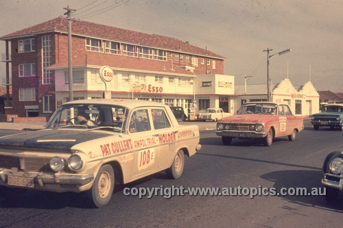 64976 - 1964 Ampol Trial - Pat Cullen & Mark Markwell Holden EH & Ken Harpe & Frank Kilfoyle & Bob Forsyth Falcon XM - Photographer Ian Thorn