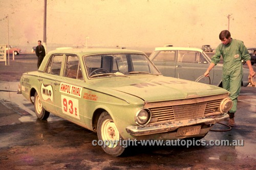 64982 - 1964 Ampol Trial - Jack Murray Jnr & Peter Barnes, Valiant AP5 - Photographer Ian Thorn