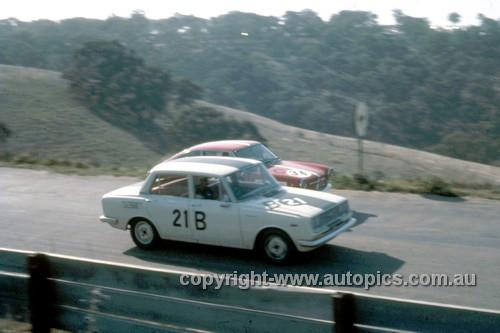 67760 - Peter Williamson & Alex Macarthur Toyota Corona -  David Bye / Lynn Brown Fiat 850 - Gallaher 500 Bathurst 1967 - Photographer Geoff Arthur