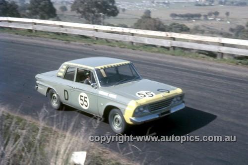 67763 - Warren Weldon / John Hall  Studebaker Lark - Gallaher 500 Bathurst 1967 - Photographer Geoff Arthur