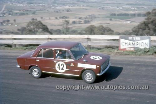67771 - Bill Tuckey & MaxStahl, Fiat 124  - Gallaher 500 Bathurst 1967 - Photographer Lance Ruting