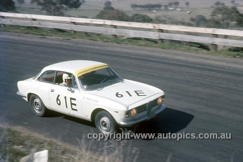 67775 - Kevin Bartlett / Laurie Stewart Alfa Romeo 1600 GTV - Gallaher 500 Bathurst 1967 - Photographer Geoff Arthur