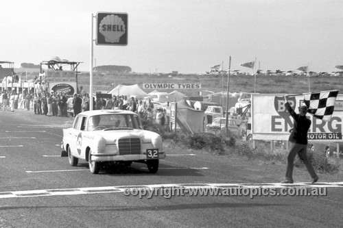 61732 - Bob Jane & Harry Firth, Mercedes Benz 220SE - Armstrong 500, Phillip Island 1961 - Photographer Peter D'Abbs