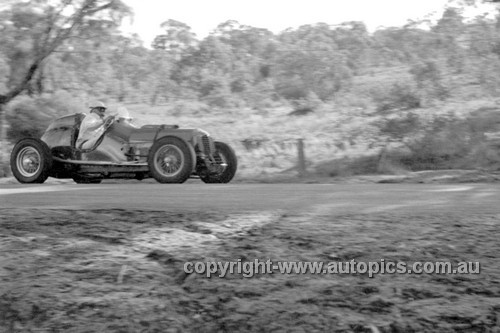 52505 - Clive Adams, Prad - Bathurst Easter Meeting 1952 - Photographer John Ryan