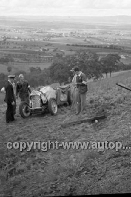 52506 - Les Wheeler, MGTC - Bathurst Easter Meeting 1952 - Photographer John Ryan