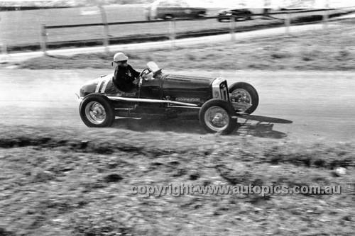 52511 - Jack Murray, Bugatti Ford - Parramatta Park 9th June 1952 - Photographer John Ryan