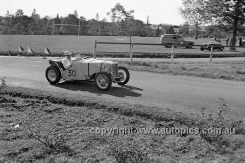 52512 - Les Wheeler, MG - Parramatta Park 9th June 1952 - Photographer John Ryan