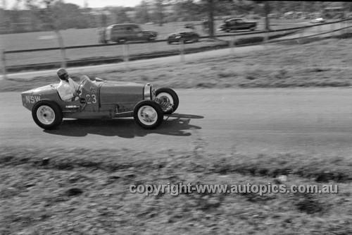 52514 - Peter Low, Bugatti Special - Parramatta Park 9th June 1952 - Photographer John Ryan