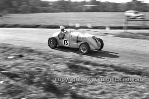 52515 - Arthur Griffiths, MG Special S/C - Parramatta Park 9th June 1952 - Photographer John Ryan