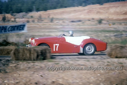 60418 - Triumph TR3A - Hume Weir 12th June 1960 - Photographer Simon Brady