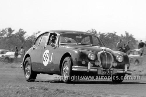 61011 - Ron Hodgson, Jaguar 3.8 - ATCC Lowood 1961