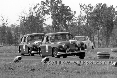 61012 - Bill Pitt & Bill Burns, Jaguar 3.4 - ATCC Lowood 1961