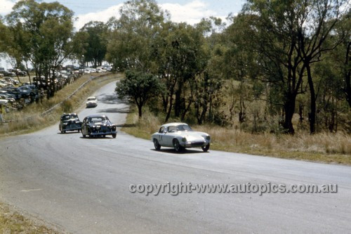 61412 - Leo Geoghegan, Lotus Elite - Bathurst 1961 - Anne Blackwood Collection