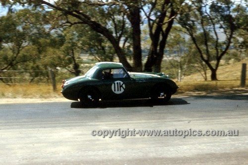 61413 - Brian Foley, Kingsley Sprite - Bathurst 1961 - Anne Blackwood Collection