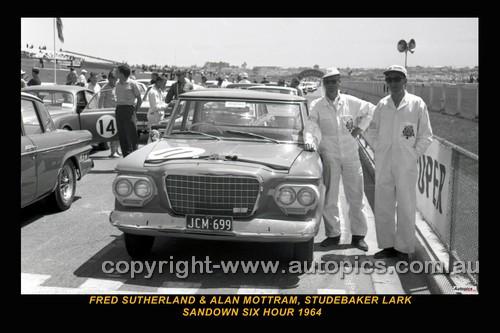 64115 - F. Sutherland / A. Mottram -  Studebaker Lark - Sandown 6 Hour International  29th November 1964 - Photographer  Peter D'Abbs