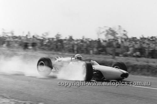 65566 - Frank Matich, Brabham BT7A Climax - Tasman Series   Longford 1965