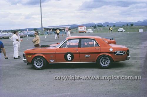 71295 - Allan Moffat Super Falcon XY GTHO & Trans AM Mustang - Surfers Paradise 1971
