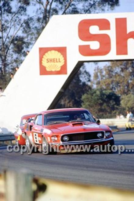 72300 - Allan Moffat Trans AM Mustang & Brian Foleey Alfa V8 - Warwick Farm 1972