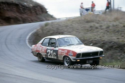 72869 - Gerry Lister & David Seldon Torana LJ XU1 - Hardie Ferodo 500 Bathurst 1972