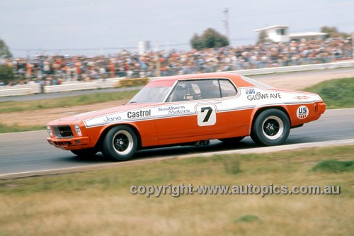 75061 - Bob Jane  Holden Monaro - Calder 1975 - Photographer Peter D'Abbs