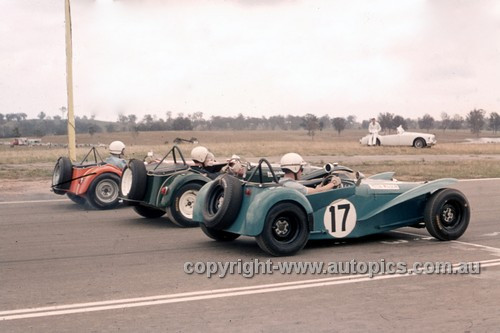 694005 - Peter Wilson, Nota Clubman & Alex MacCarthur, Lotus Super 7 - Oran Park 1969 - Anne Blackwood Collection
