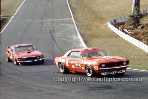 72304a - Bob Jane Camaro & Allan Moffat Trans AM Mustang - Oran Park 1972