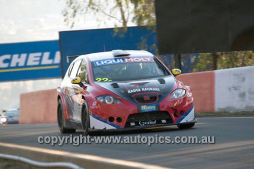 14018 - R. Billington / L. Scott / S. Owers - Seat Leon Supercopa  3400 - 2014 Bathurst 12 Hour  - Photographer Jeremy Braithwaite