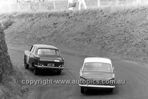 63726 - Bill Coe & Syd Fisher Peugeot 404 - Bob Jane & Harry Firth Cortina GT - Armstrong 500 Bathurst 1963