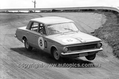63729 - Tony Allen & Tony Reynolds, Valiant AP5 - Armstrong 500 Bathurst 1963