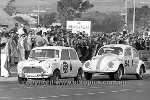 63736 - Don Holland & Lindsay Little, Morris 850 & Bill Ford & Barry Ferguson, Volkswagen  - Armstrong 500 Bathurst 1963