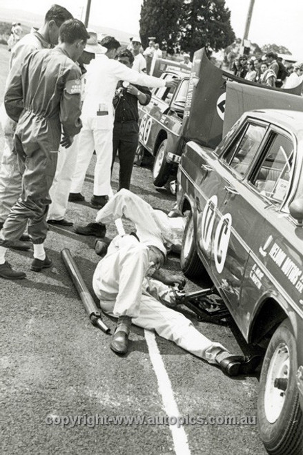 63739 - Spencer Martin & Brian Muir, Holden EH 179 - Armstrong 500 Bathurst 1963