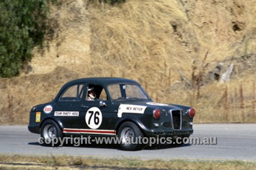 69178 - Nev Beyer, Austin Lancer, Hume Weir 1969 - Photographer John Lindsay