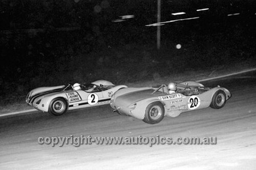 69184 - Glyn Scott & Bob Muir, Lotus 23B, Oran Park 1969 - Photographer John Lindsay