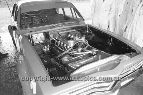 71963 - Bob Jan, V8 Torana - Oran Park 1971