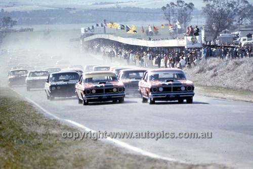 71850  -  Start of the  Hardie Ferodo Bathurst 1971 - Front Row Allan Moffat & John French Ford Falcon XY GTHO Phase 3