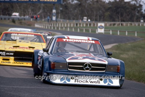 81075 - Bryan Thomson, Mercedes & Jim Richards, Falcon - Sandown 1981