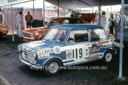700002 - Lakis Mantics Morris Cooper S - Symmons Plains 1970 - Photographer Perry Drury