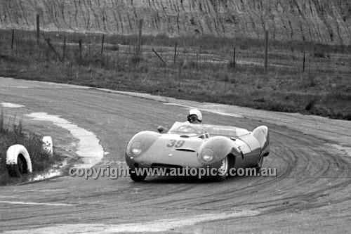 64420 - R. Thurston, Elfin  - Hume Weir 20th September 1964 - Photographer Bruce Wells