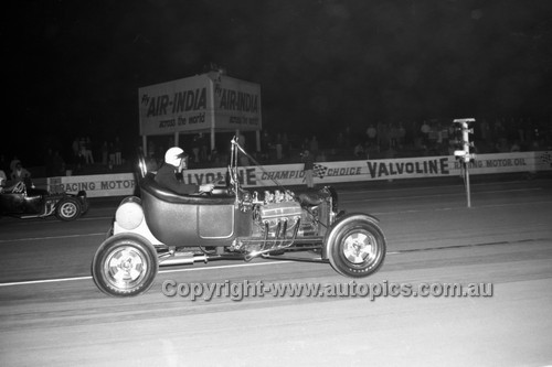 67938 - Surfers Paradise Drags 26th August 1967 - Photographer Lance J Ruting