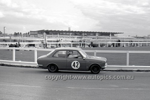 69200 - Geoffrey Lyall, Toyota Corolla - 4th May 1969  Sandown  - Photographer Peter D'Abbs