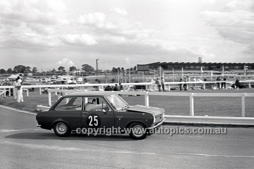 69202 - David Whithall, Datsun 1000 GT - 4th May 1969  Sandown  - Photographer Peter D'Abbs