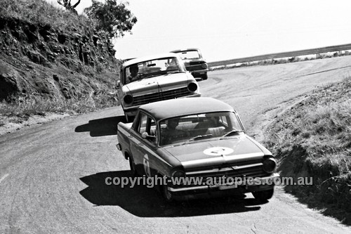 66097 - Terry Allan, Holden EH S4 & Herb Taylor, Holden EH 1966 - Photographer Lance J Ruting