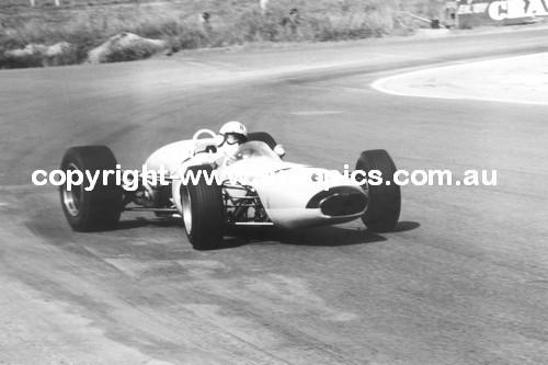 67516 - Kevin Bartlett  -  Bathurst 1967