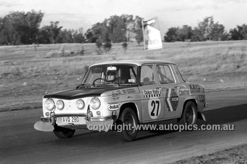 71344 - Mal McPherson, Renault Gordini 8 - Dulux Rally Oran Park 1971 - Photographer Lance Ruting