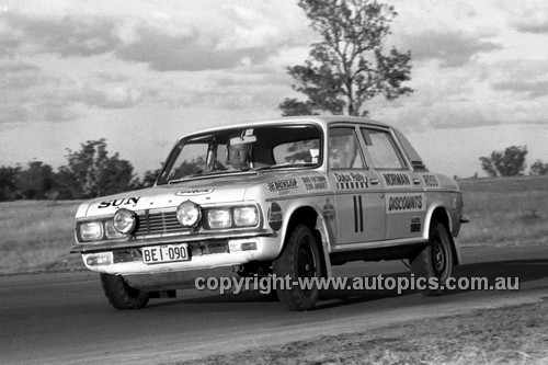 71339 - Ken Tubman, Austin Kimberley - Dulux Rally Oran Park 1971 - Photographer Lance Ruting