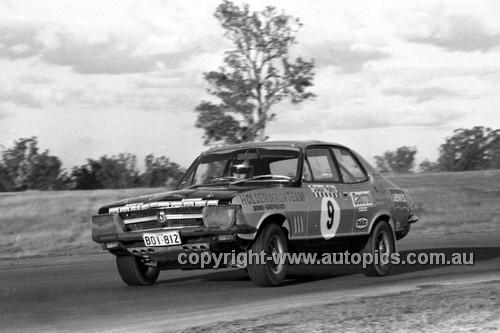 71333 - Colin Bond, Holden torana XUI - Dulux Rally Oran Park 1971 - Photographer Lance Ruting